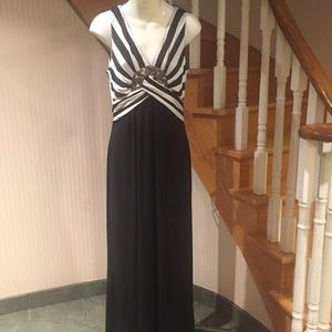 NWOTLong sleeveless evening dress with jewelled pc